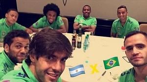 """BLOG: """"Se a chuva deixar, hoje tem"""": Kaká mostra Seleção à espera do clássico"""