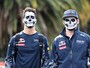 Dupla da RBR aparece no paddock do México com rosto pintado de caveira