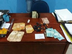 Homem foi preso com drogas e dinheiro em Rorainópolis (Foto: PM/Divulgação)