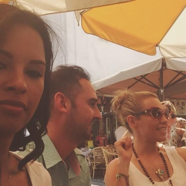 Ariadna Arantes em encontro com Thalia (Foto: Reprodução/Instagram)