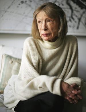 A VIDA NO VAZIO Joan Didion em seu apartamento em Nova York. A velhice chegou logo depois das perdas (Foto: Aristide Economopoulos/Star Ledger/Corbis)