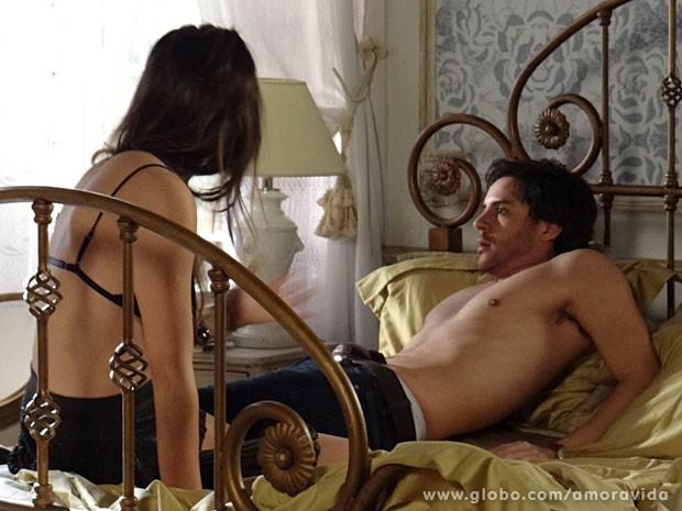Thales gela ao ver o espírito de Nicole (Foto: Amor à Vida/ TV Globo)
