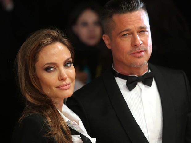 Angelina Jolie e Brad Pitt chegam à premiação neste domingo (16) (Foto: Joel Ryan/Invision/AP)