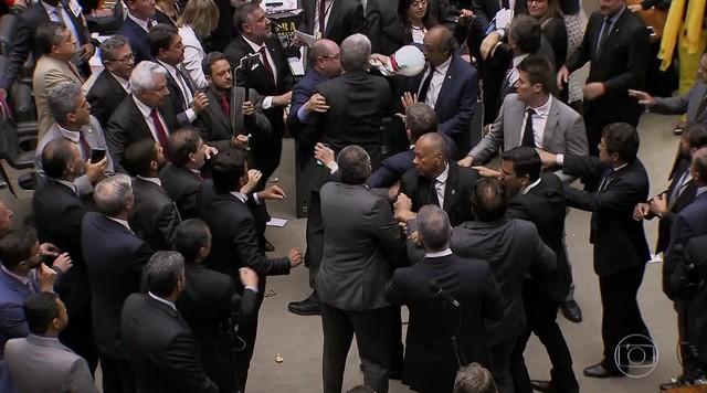 Câmara derruba a denúncia da PGR contra o presidente Temer por corrupção