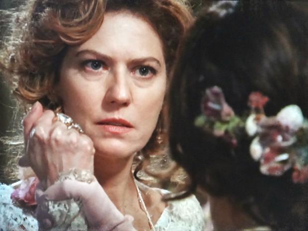 Catarina enfrenta a fúria de Constância (Foto: Lado a Lado/TV Globo)