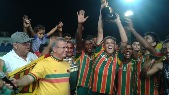 Sampaio festeja primeiro turno da Copa São Luís (Foto: Bruno Alves/Globoesporte.com)