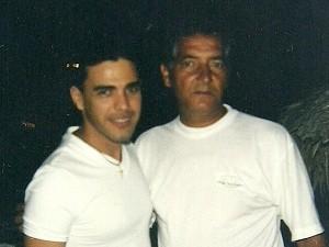 Zezé di Camargo e Neilton durante encontro em uma fazenda de Goiás no final da década de 1990 (Foto: Arquivo pessoal)
