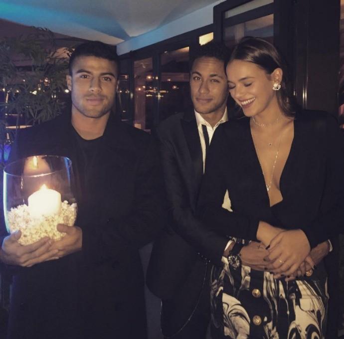 """BLOG: Rafinha posta foto e brinca com Neymar e Marquezine: """"Começou a namorar"""""""