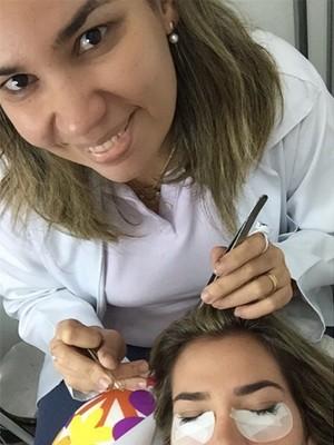 Adriana ensina truque na Revista do Encontro (Foto: Divulgação)