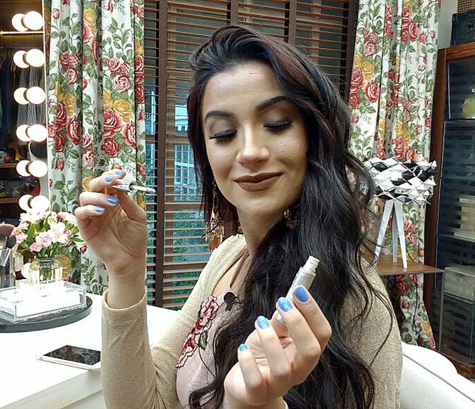 Bianca Andrade ensina a fazer maquiagem com sombra metalizada (Foto: Raquel Gonzalez/Gshow)