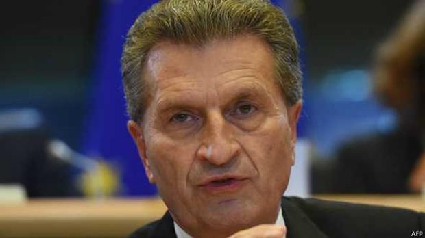 Depois de declarações polêmicas, Günther Oettinger disse que 'todos têm direito à privacidade' (Foto: AFP)