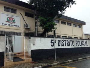 Ocorrência foi encaminhada ao 5º DP de Santos (Foto: Guilherme Lucio da Rocha/G1)