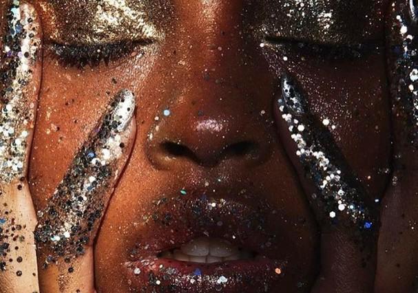 Mergulhada no glitter! (Foto: Reprodução/Instagram)