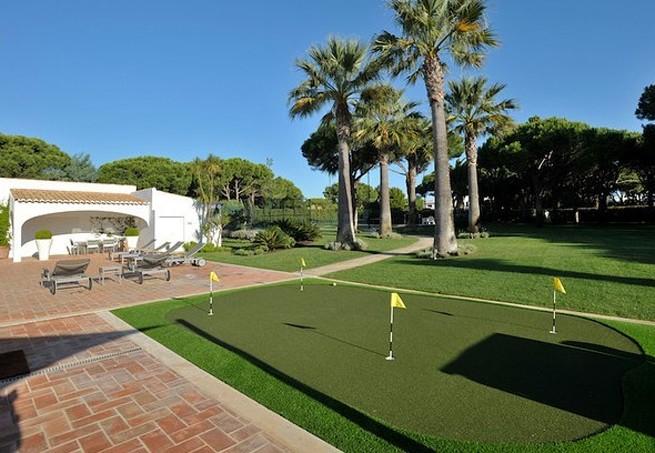 O campo de golfe (Foto: Reprodução Luxury Estate)