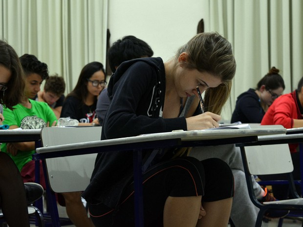 alunos fazem prova da primeira fase da Unicamp, em Campinas (Foto: Luciano Calafiori/G1)