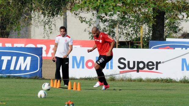 Adriano treino Flamengo (Foto: André Durão / Globoesporte.com)