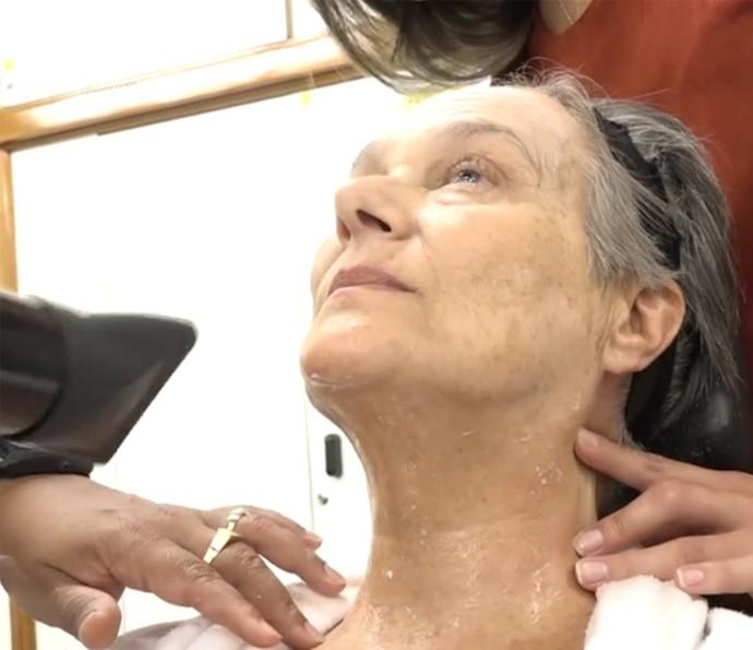Selma Egrei mostra caracterização para viver Encarnação, de 100 anos, em 'Velho Chico' (Foto: Vídeo Show / TV Globo)