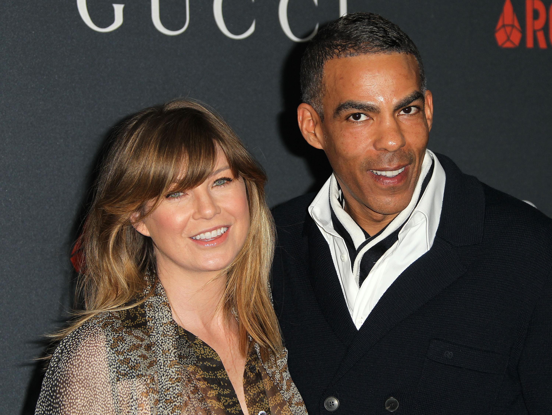 A estrela de 'Grey's Anatomy' Ellen Pompeo conheceu o produtor musical Chris Ivery num mercado de Los Angeles. Os dois se casaram quatro anos depois e hoje têm uma filha.  (Foto: Getty Images)