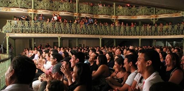 A platéia riu durante todo o espetáculo, o que já indica que na sua telinha promete muitas gargalhadas. (Foto: Luanna Gondim / TV Verdes Mares)