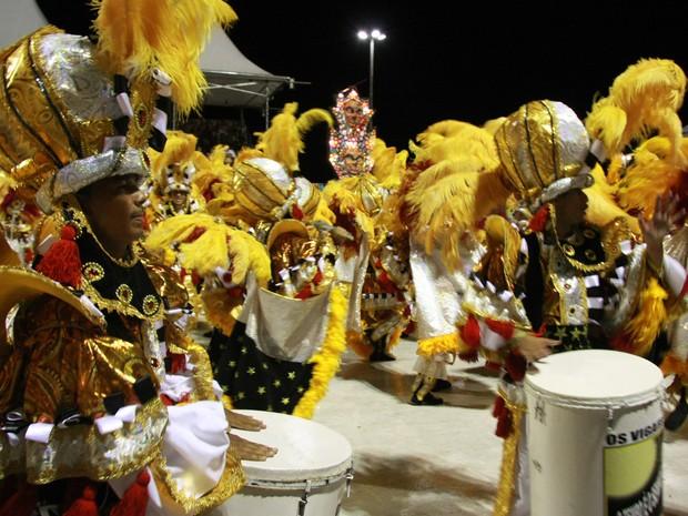 Bloco Tradicional Vinagreira Show abre segundo dia de desfiles na Passarela do Samba em São Luís (Foto: De Jesus/O Estado)
