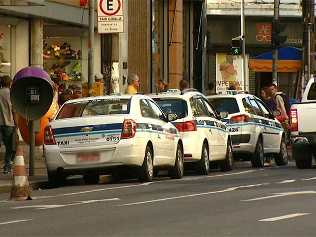 Ponto de táxi no Centro de Campinas (SP) (Foto: Reprodução EPTV)