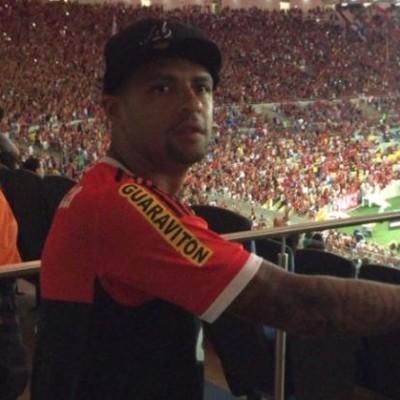 Felipe Melo torce pelo Flamengo no Maracanã (Foto: Reprodução/Instagram)