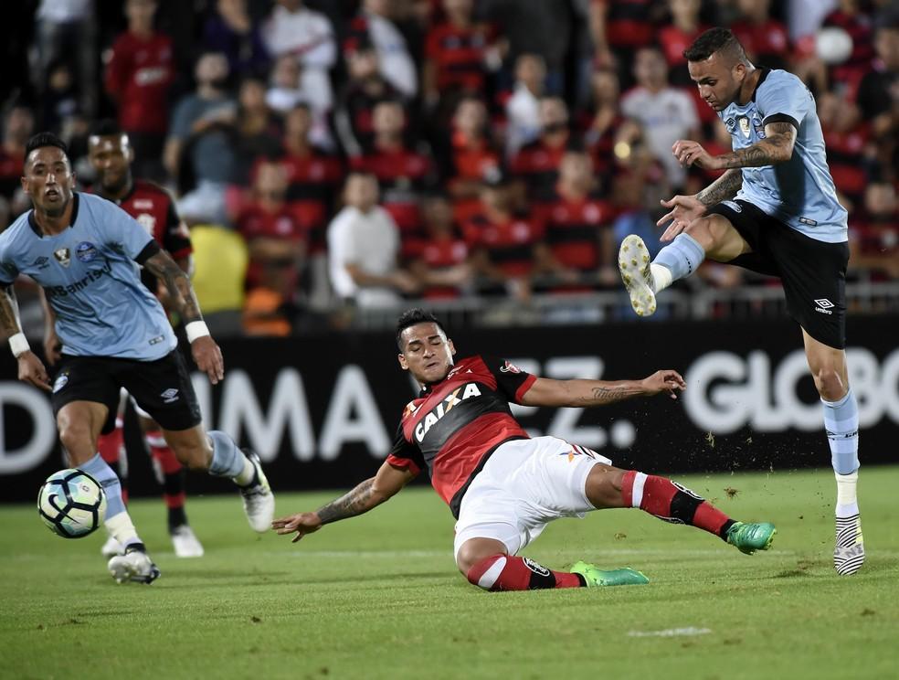 Luan marca o gol do Grêmio na vitória sobre o Flamengo (Foto: André Durão)