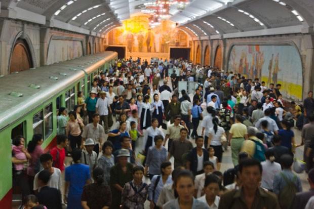 """Metrô é reflexo do atraso de Pyongyang, capital e cidade mais """"moderna"""" do país (Foto: AFP)"""