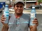 Ambulantes aproveitam para faturar com venda de água, canetas e doces