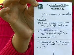 Luciana só encontrou um dos três remédios que precisava (Foto: Marlon Tavoni/EPTV)