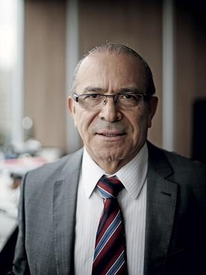 MAIS DIÁLOGO O ministro da Aviação Civil em seu gabinete.  Ele diz que a manifestação  de 15 de março  foi diferente  de todas as outras (Foto: Adriano Machado)