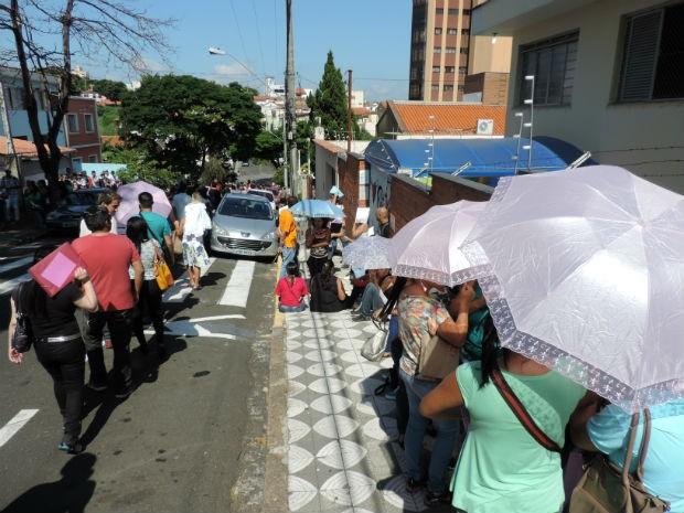 Candidatos começaram a chegar por volta das 5 horas (Foto: Jomar Bellini / G1)