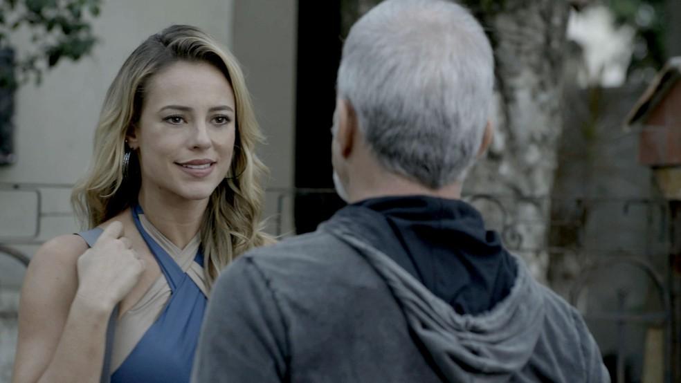 O cinturão ou Zeca? Escolha difícil, hein, Jeiza (Foto: TV Globo)