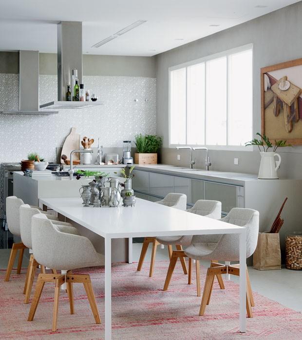 cozinha-neutro-arquiteta-consuelo-jorge-armarios-planejados (Foto: Edu Castello/Editora Globo)