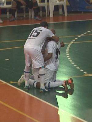Time da AABB comemora gol no ginásio do Sesi durante a Liga Norte de Futsal (Foto: Reprodução/TV Acre)