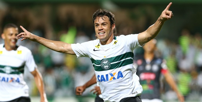 Kleber gol Coritiba x Operário (Foto: GERALDO BUBNIAK - Agência Estado)