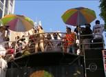De Anitta a tributo a Chico Buarque, blocos reúnem milhares no Rio