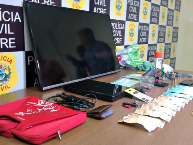 Material foi apreendido na casa do ex-estudante, segundo a polícia (Foto: Divulgação/Polícia Civil do Acre)