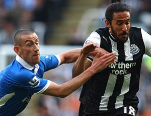 Jonas Gutierrez newcastle David Jones wigan (Foto: Agência Getty Images)