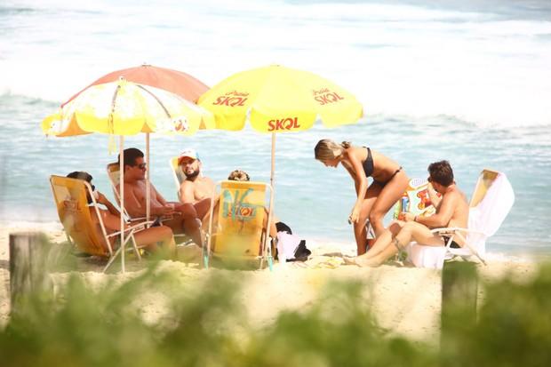 Thiago Martins Na praia de grumari (Foto: GABRIEL RANGEL/AGNEWS)
