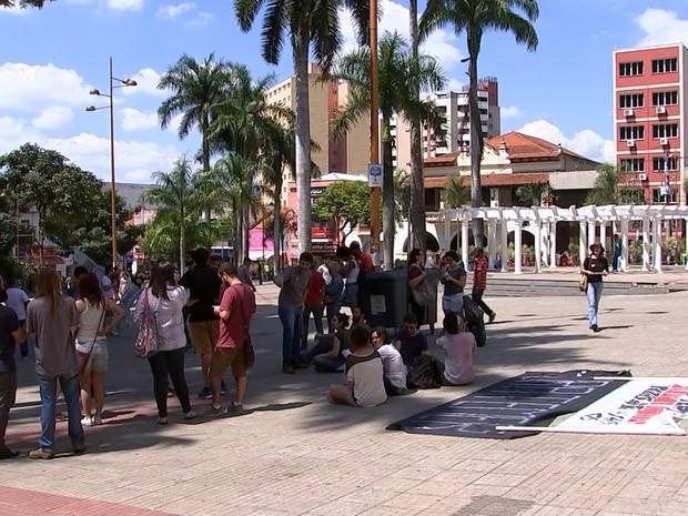 Grupo fez protesto contra governo Temer em Sorocaba (Foto: Reprodução/TV TEM)