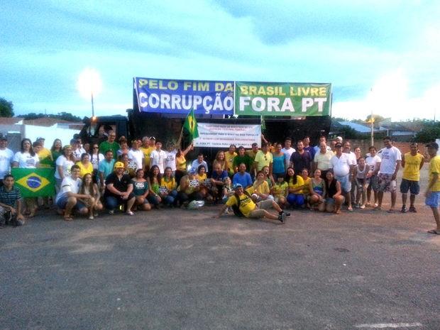 Protesto na região do Pantanal reuniu 300 pessoas na Ponte Marechal Rondon, na BR-174 (Foto: João Batista/ Arquivo Pessoal)