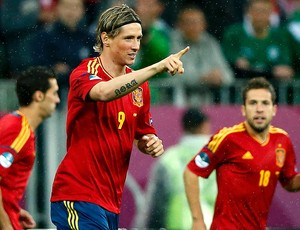 Fernando Torres comemora gol da Espanha contra a Irlanda (Foto: Reuters)