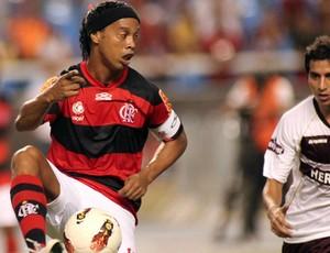 Ronaldinho Flamengo x Lanús (Foto: Maurício Val / Vipcomm)