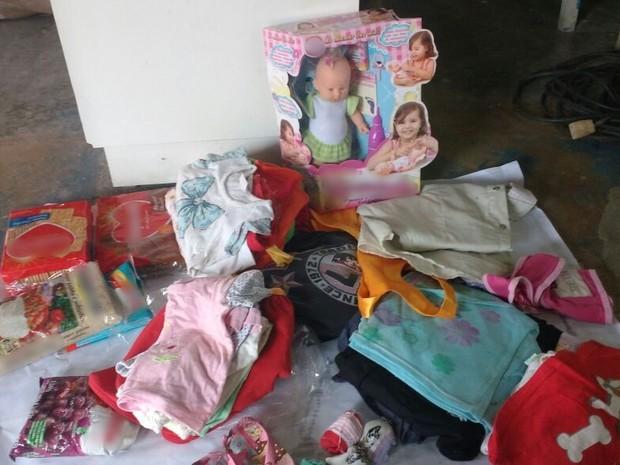 Moradores do Alto do Moura arrecadaram materiais para doar ao casal e ao bebê (Foto: Alinne Christina Soares/Arquivo Pessoal)