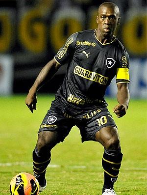 Seedorf jogo Botafogo Sobradinho (Foto: Fabio Castro / Agif)