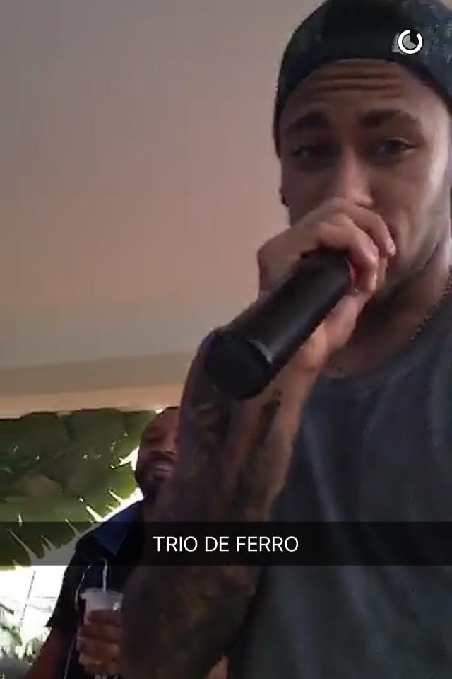 Neymar cai no samba