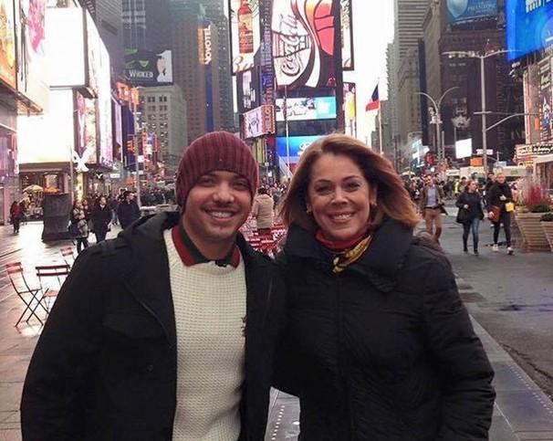 Wesley Safadão e a repórter Sandra Coutinho passearam nos EUA. (Foto: Divulgação)