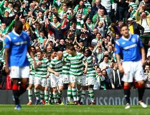 Celtic comemora gol contra o Rangers (Foto: Getty Images)