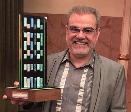 Dib Carneiro Neto recebe prêmio (Foto: Arquivo pessoal)